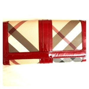 Limited Edition Burberry wallet ❤️